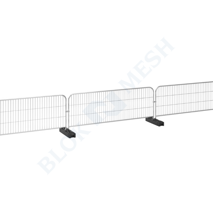 Mesh Barrier with Double Metal Foot